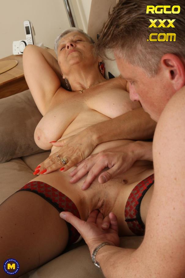 Savana (EU) (60) [Mature.nl] British older lady Savana fucking and sucking [2018/FullHD]