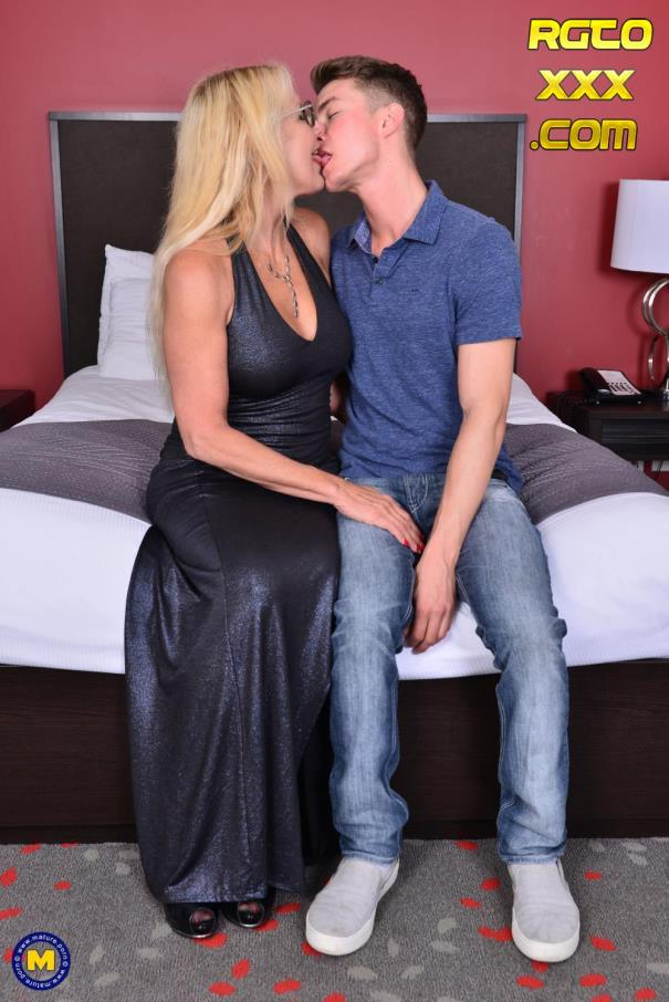 Bianca J. (56) [Mature.nl] Canadian cougar doing her toyboy [2018/FullHD]