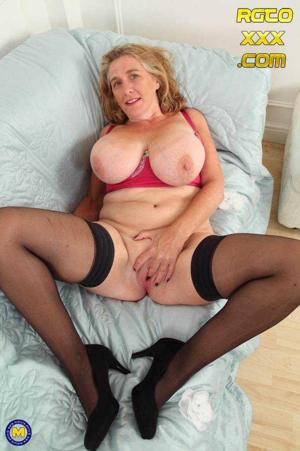 Camilla C. (EU) (45) [Mature.nl] British big breasted Camilla playing with herself [2018/FullHD]