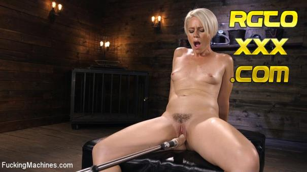 Helena Locke [FuckingMachines.com] Sexy Blonde Cougar Gets Machine Fucked [2018/HD]