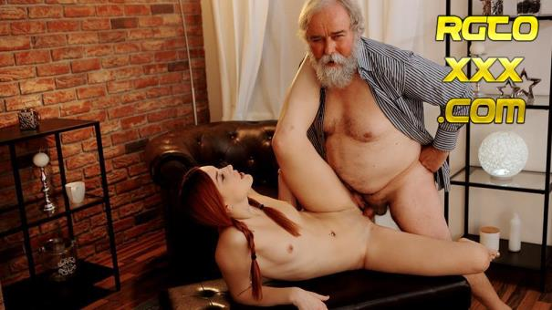 Charli Red: Cutie wants a photo but gets wrinkled dick [2019/FullHD/OldGoesYoung]